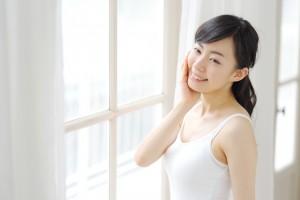 髪のうねりや髪質の変化は、女性ホルモンが関係しています